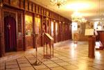 Εσωτερικό του Ι.Ναού της Αγίας Τριάδος στο ισόγειο της σχολής, όπου φυλάσσεται το Ιερό λείψανο του Αγ.Ιερομάρτυρος Φιλούμενου